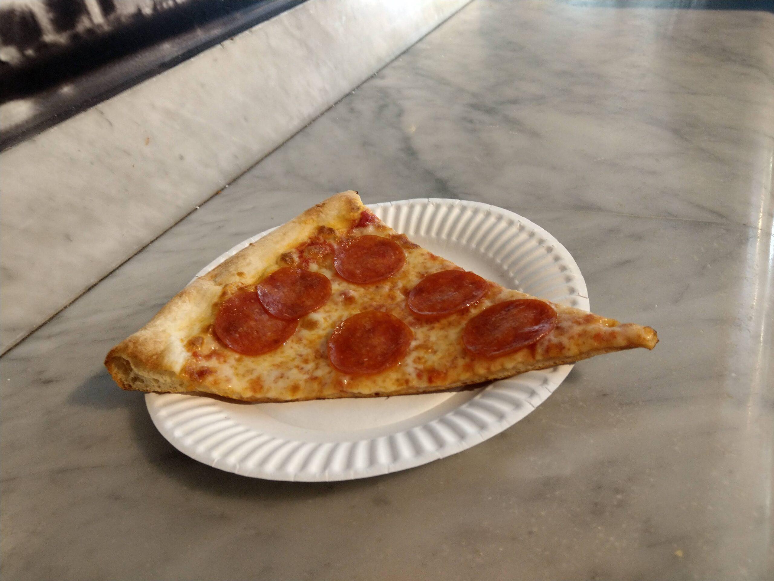 ロサンゼルスJoe`s Pizzaのペパロニスライス