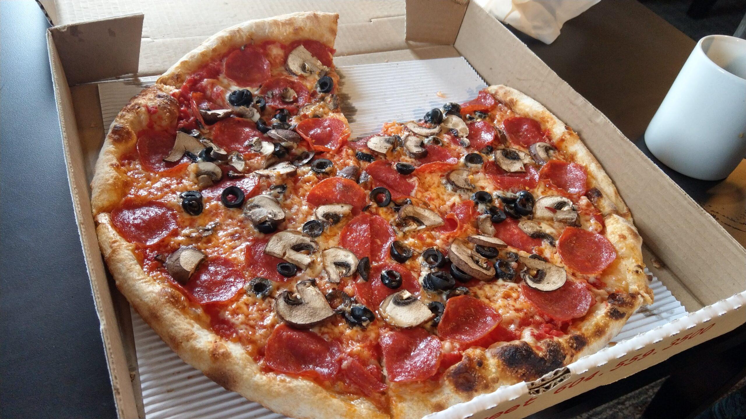 6枚切りにしてもらったピザ