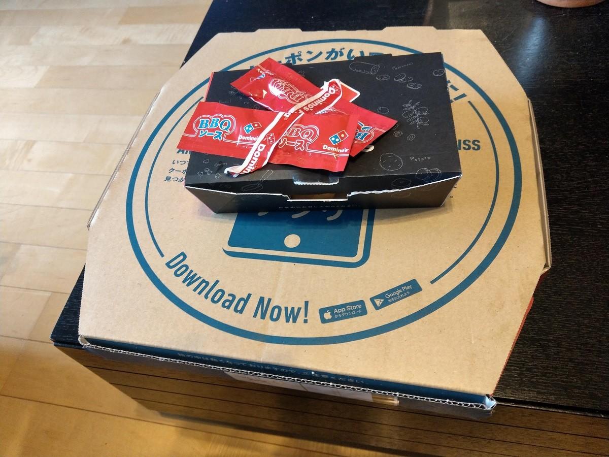 ドミノピザのチキンナゲットの箱
