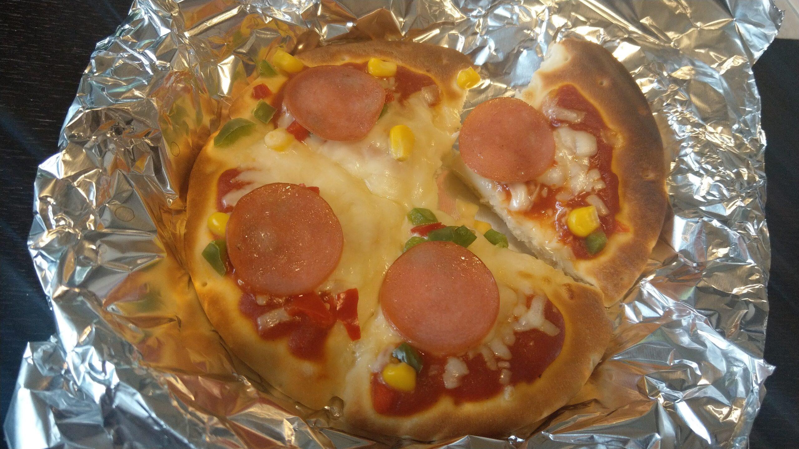 マルハニチロの冷凍ピザをオーブントースターで温めると1スライス綺麗に切れる