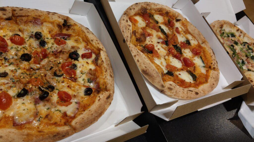 ナポリの窯のピザ3枚
