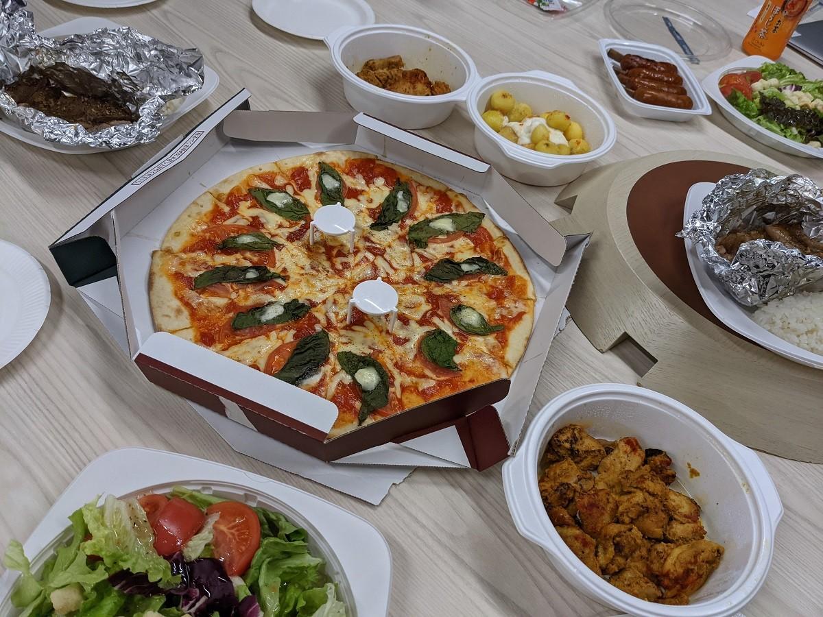 ラジャヴェッタのピザとその他メニュー