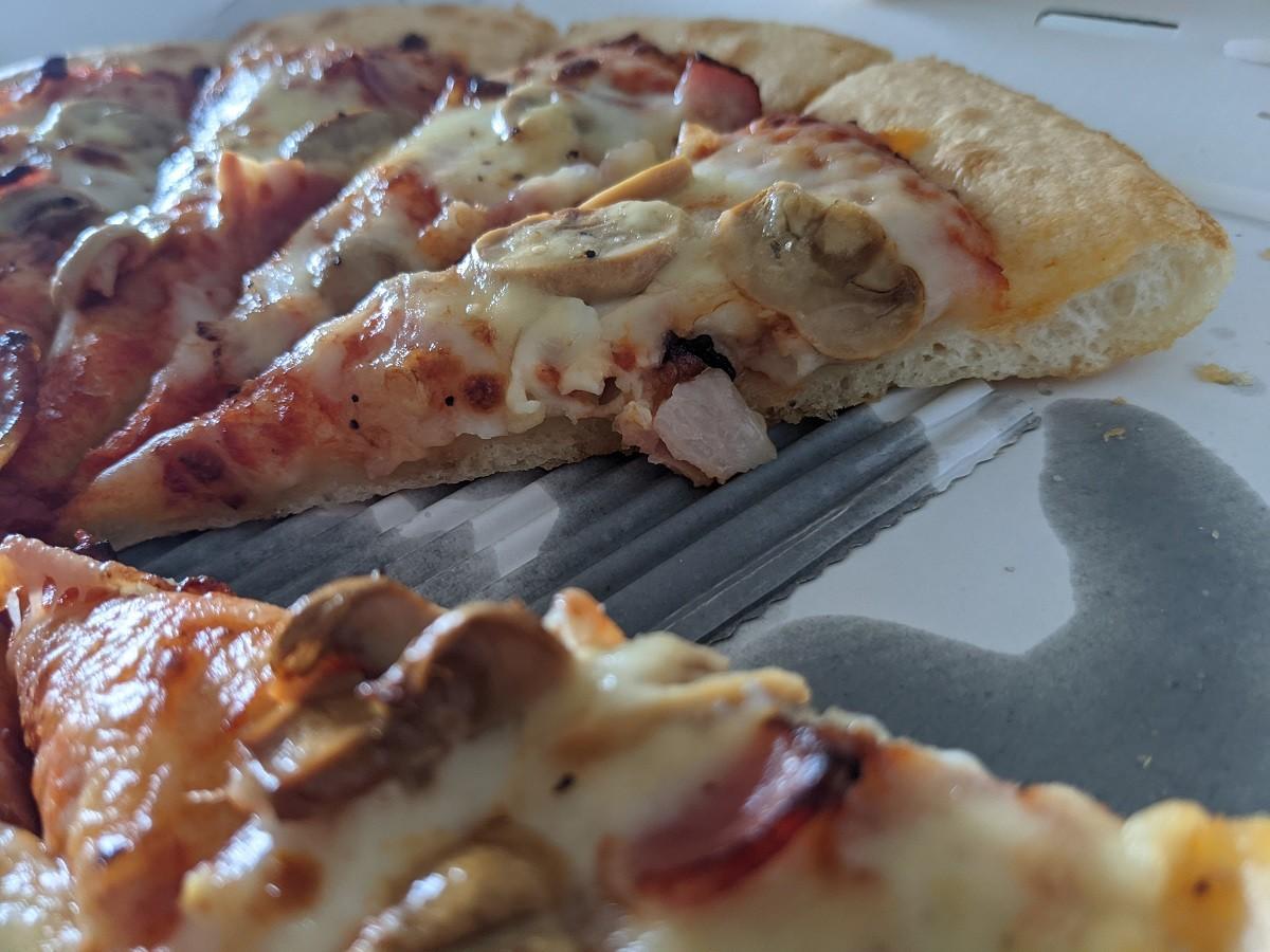 ピザハットのパンピザ断面