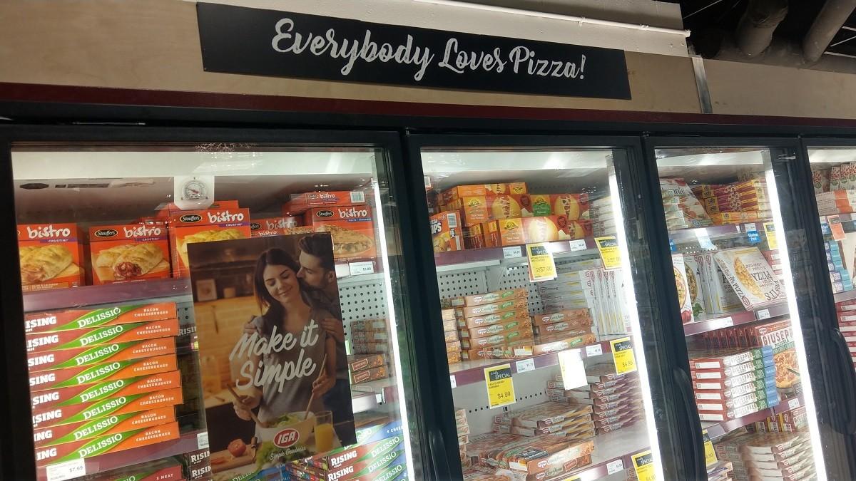 カナダのスーパーの冷凍ピザコーナー