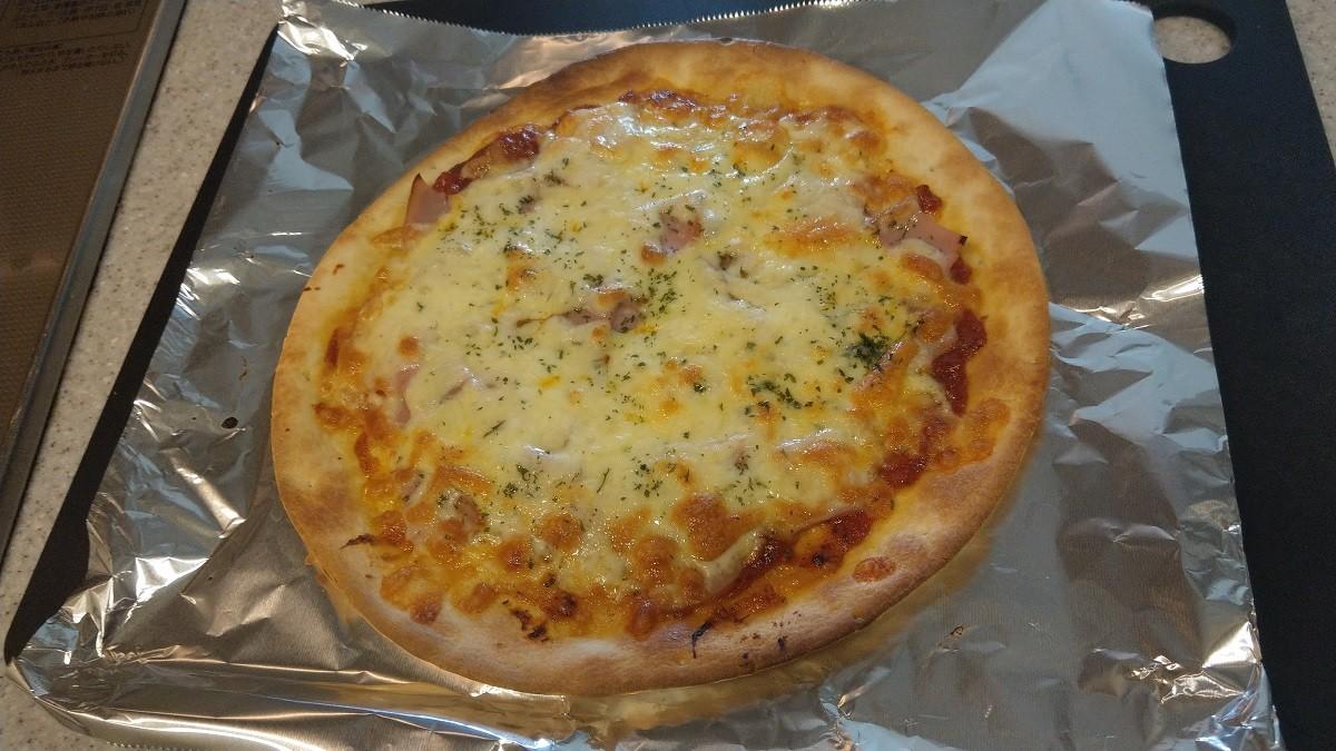 ミラノ風ピザクラストで作るピザ焼き上がり