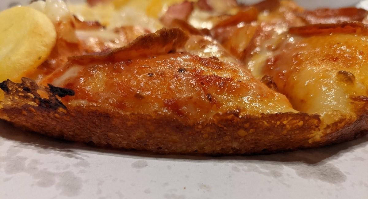 ドミノのパンピザの縁