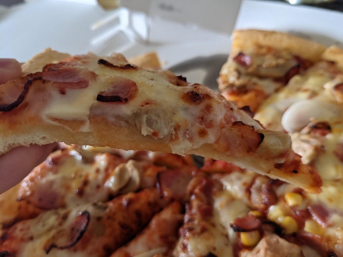 ベーコンマッシュの生地はパンピザが合う