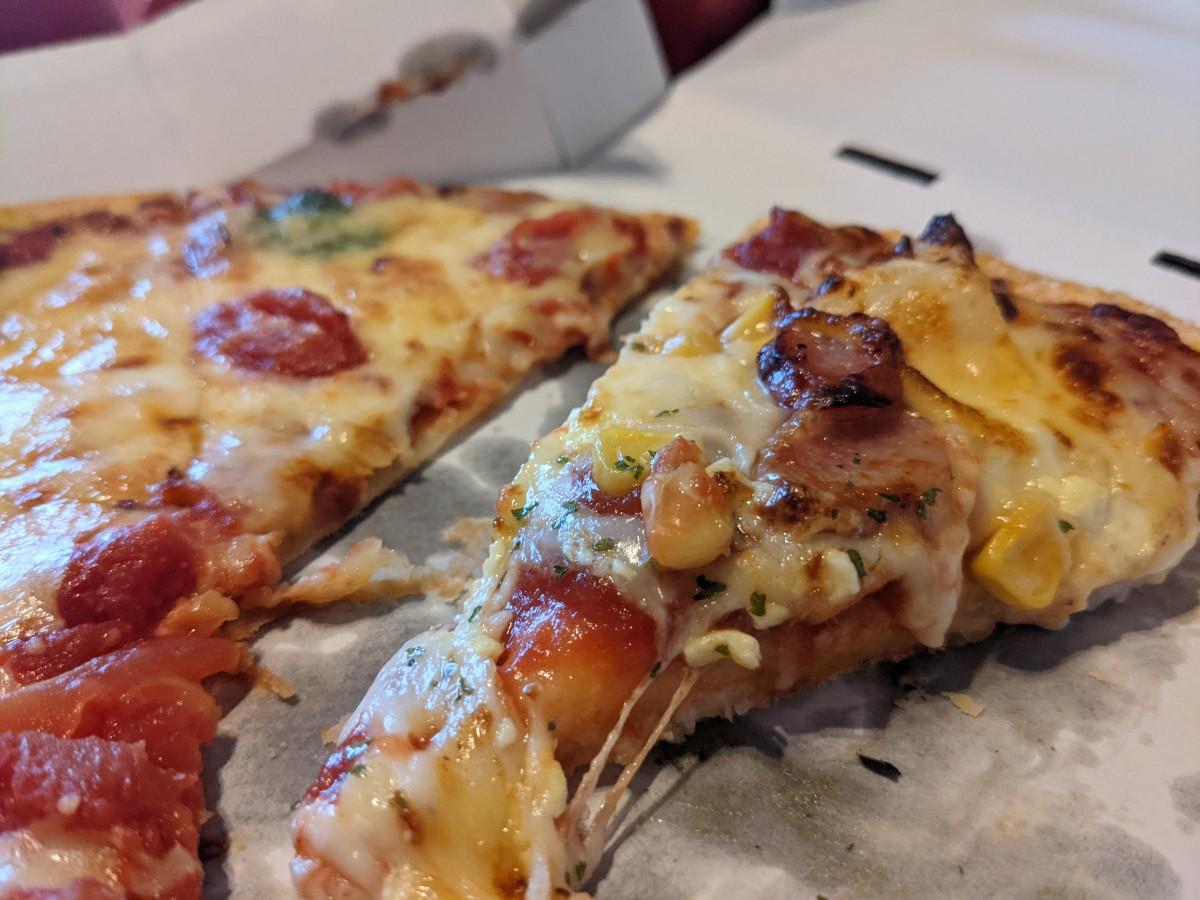 ピザハットのスペシャルクリスピーとパンピザ比較